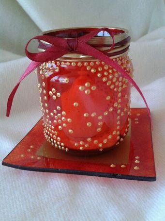 MARROK ROIG Tarro de cristal decorado con pintura de bombilla roja y pasta de contorno en relieve oro, estilo marroquí. Se acompaña de bandeja de cristal cuadrada decorada a juego.