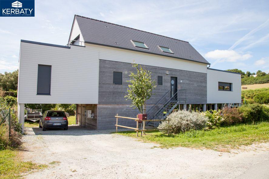 Fa ade maison bois 2 tages sur pilotis car port sous la for Extension contemporaine maison traditionnelle