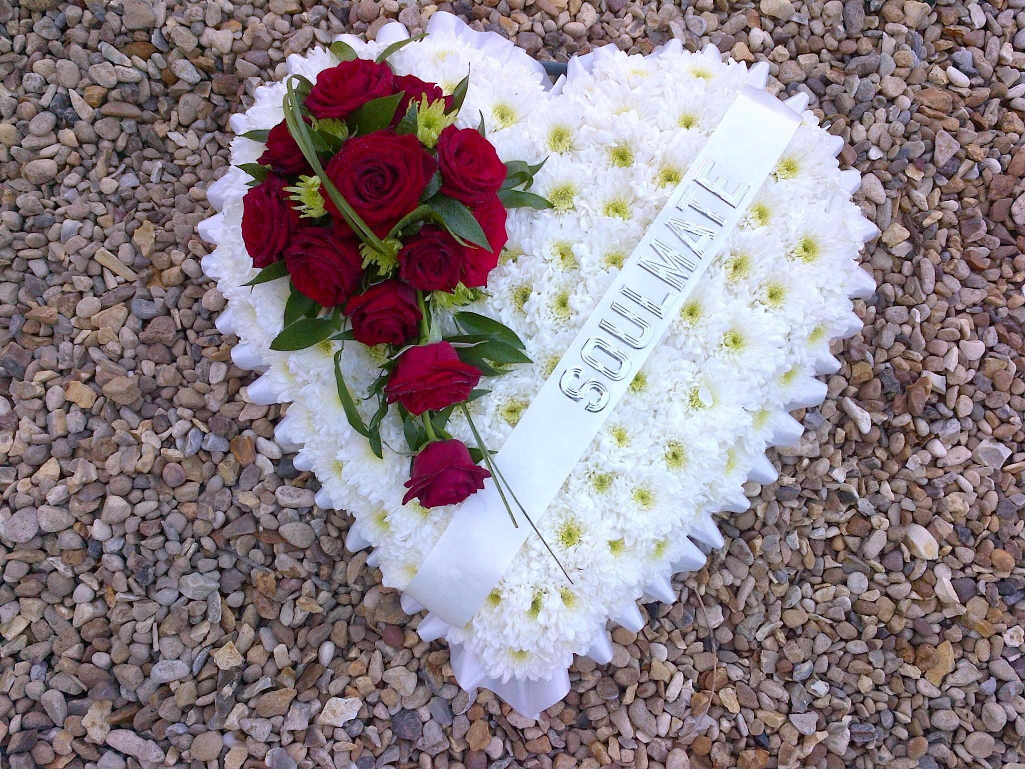 Heart funeral tribute with the words soulmate the flower stylist heart funeral tribute with the words soulmate izmirmasajfo