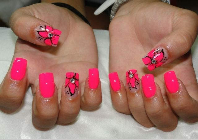 ongles en gel en rose fluo à fleurs avec strass pour l\u0027été