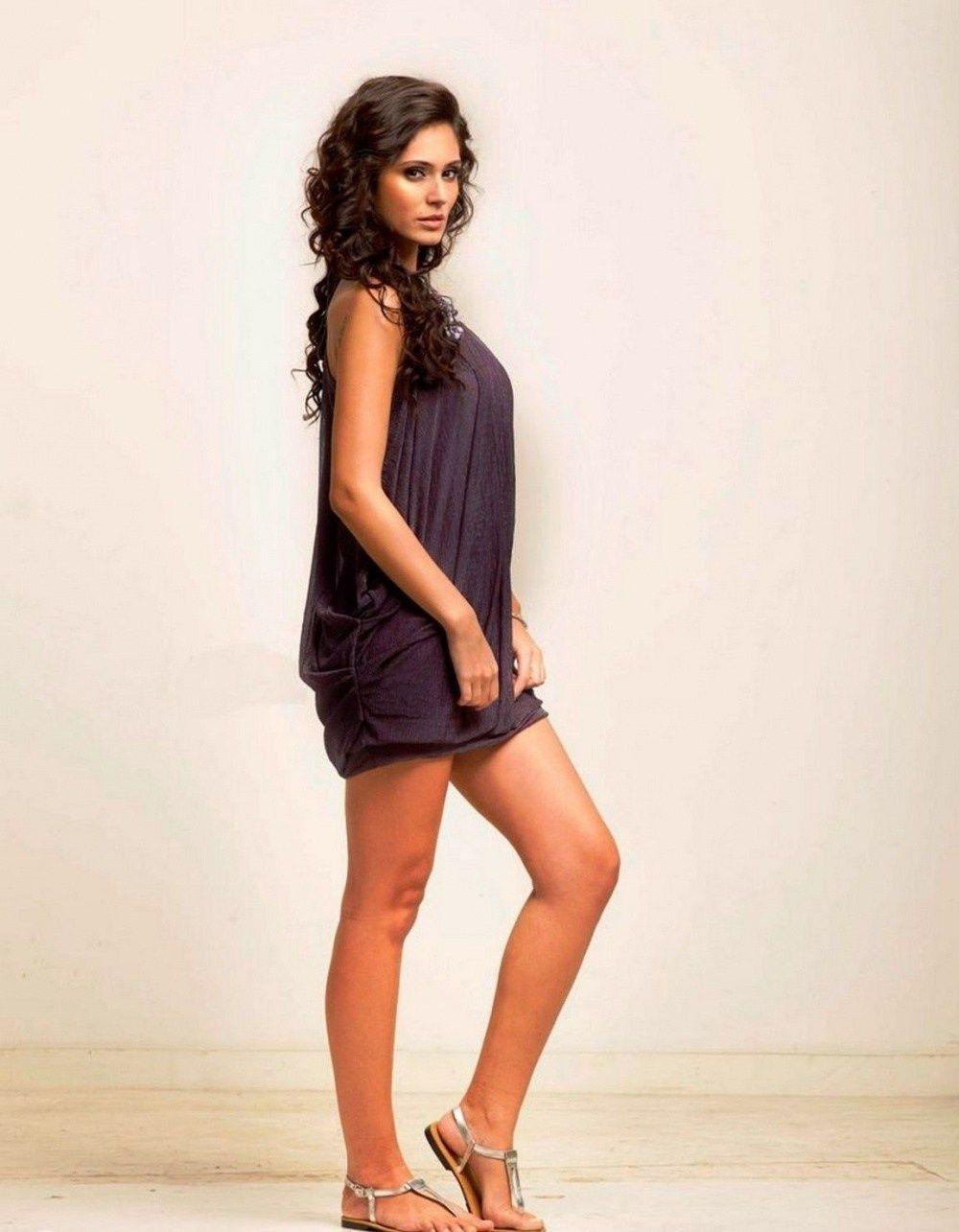 Bruna abdullah hot back bruna abdullah in short dress bruna abdullah - Bruna Abdullah Hot Pics In Purple Dress