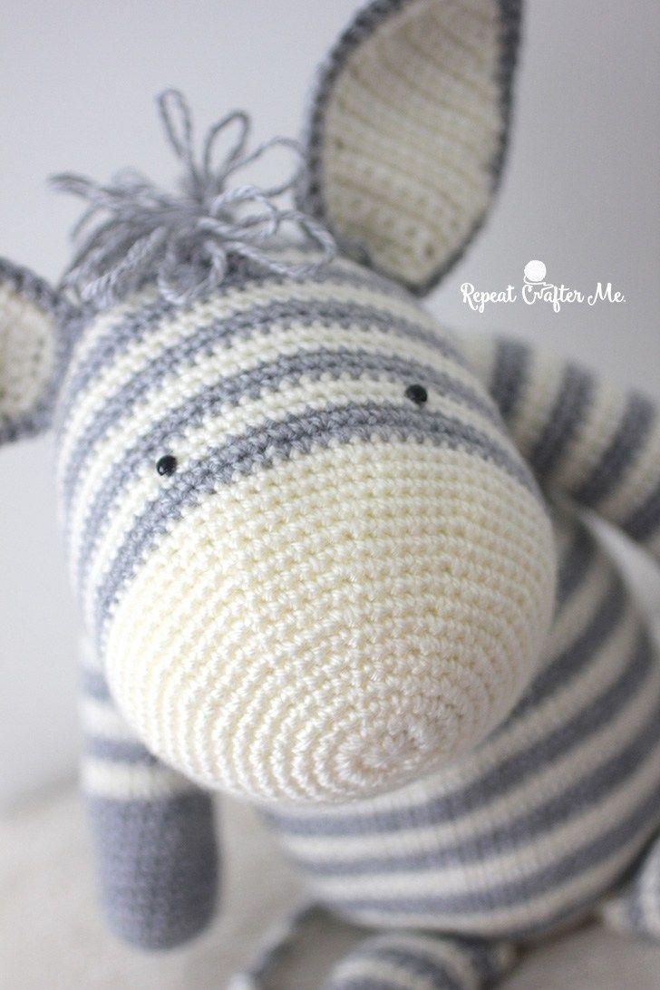 Crochet Zebra based on Yarnspirations Knit Zebra | Proyectos de ...