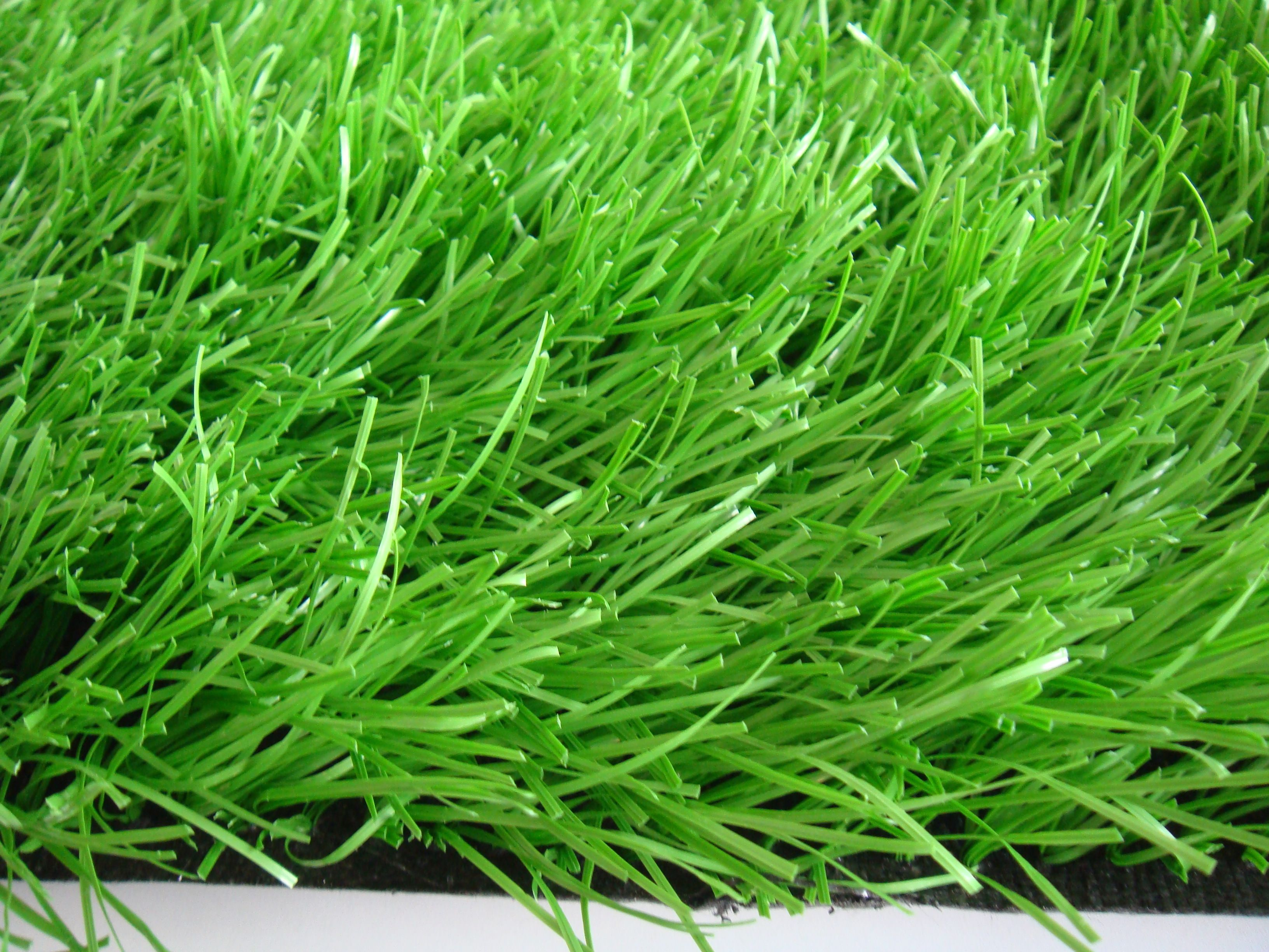 Bên cạnh đó, rubber granules còn góp phần giảm chấn thương, tăng độ nảy bóng cho các cầu thủ trên sân hoàn thành tốt trận cầu của mình.