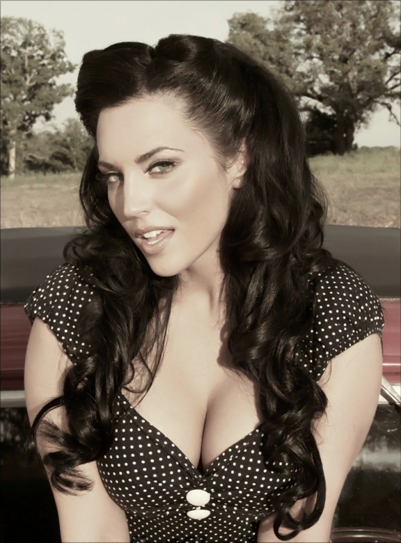 Crissy Henderson awesome Pin Up Girl, would love to take some pics like this