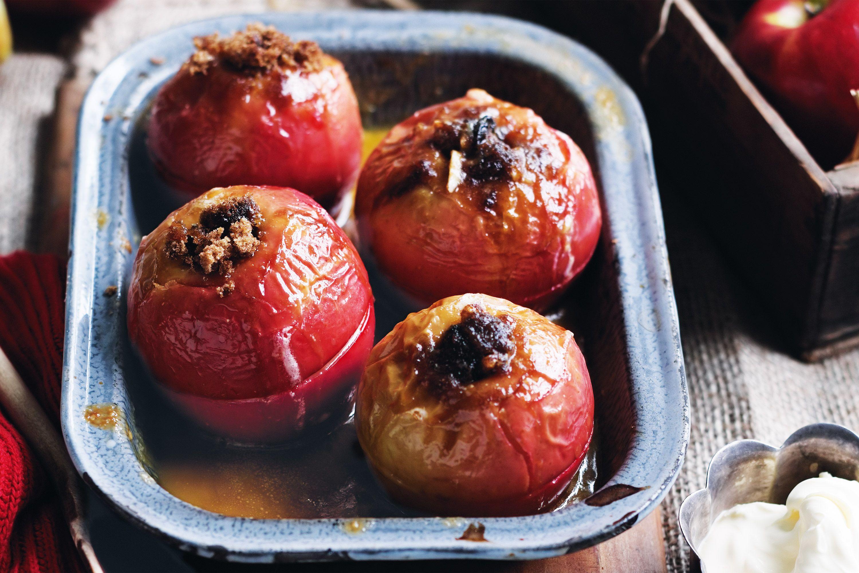 Rum & raisin baked apples Baked apples, Apple recipes