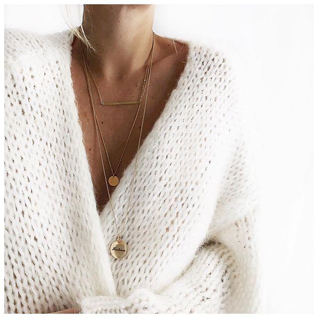 Gilet et colliers du jour ⚪️ • Knit #junebrussels (on @junebrussels) • Necklace…