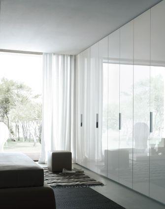 Poliform Wardrobe With Doors By Studio Italia Idees Decoration Chambre Parentale Porte Armoire Rangement Pour Petite Chambre