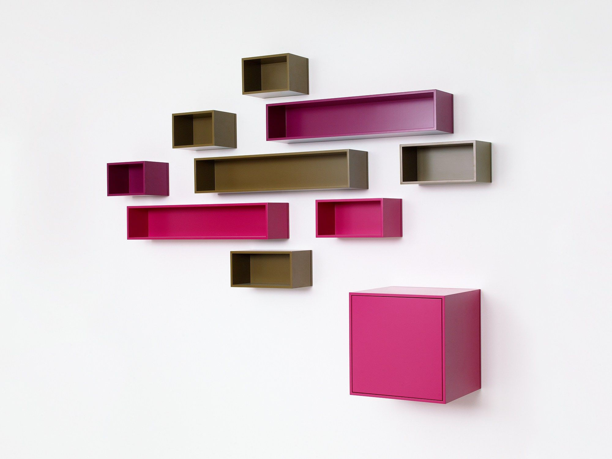 Wall mounted modular bookcase by Cubit by Mymito design Cubit