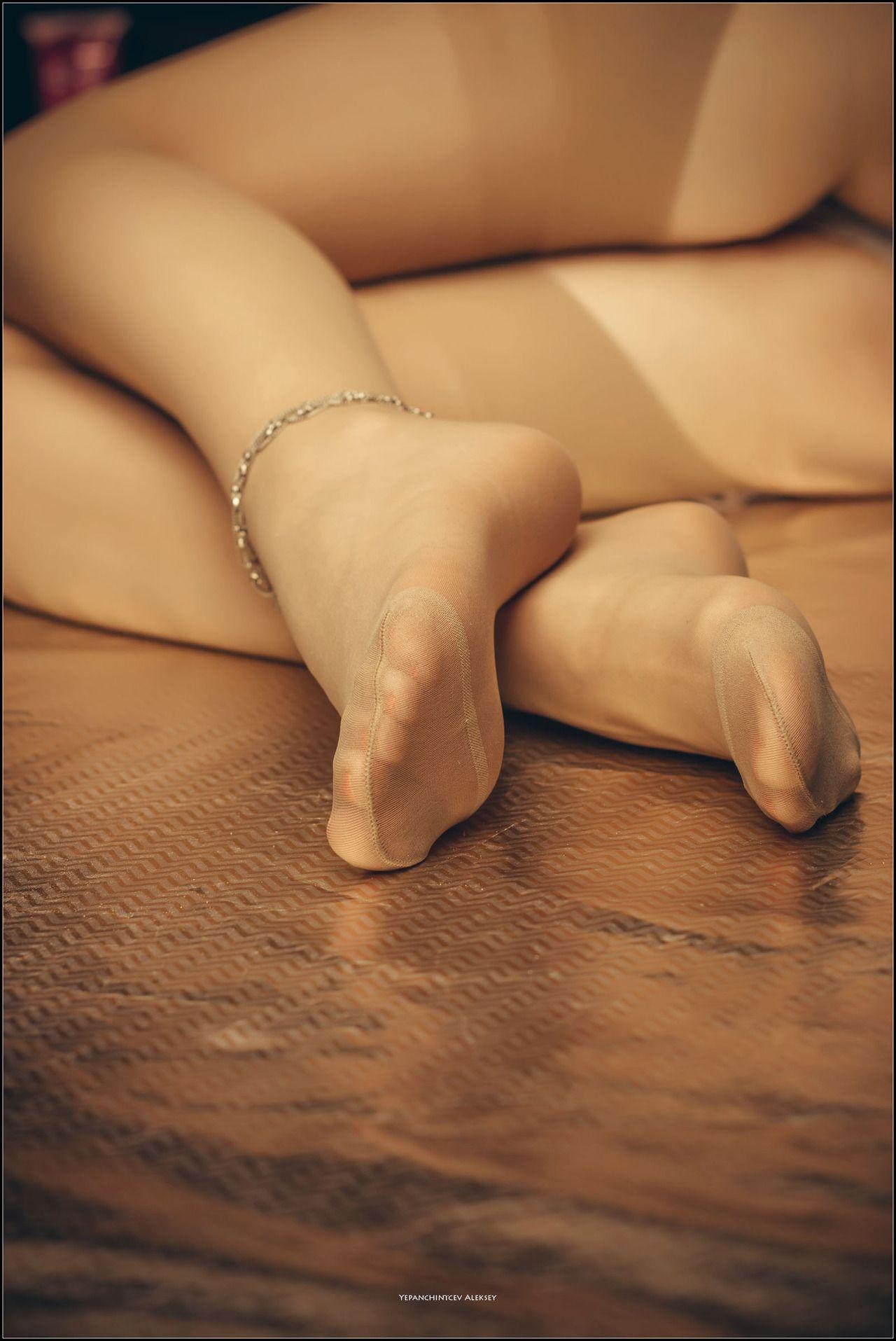 выберите нужный нога в эласьичносбинье фото этой
