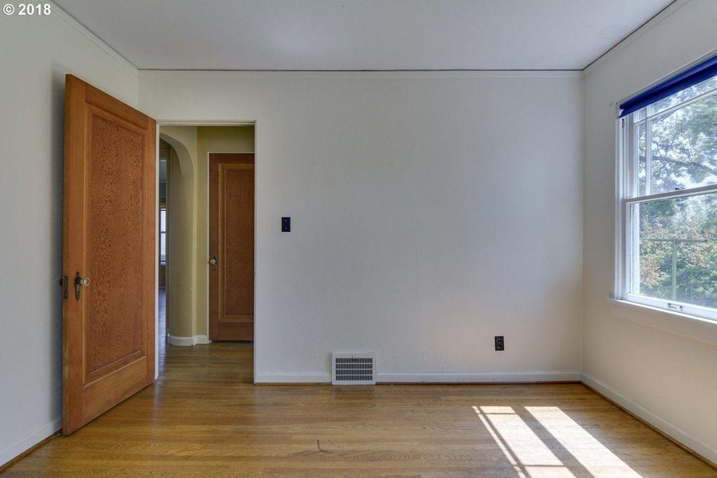 184 6th St Saint Helens Or 97051 Realtor Com Home Home Decor Second Floor