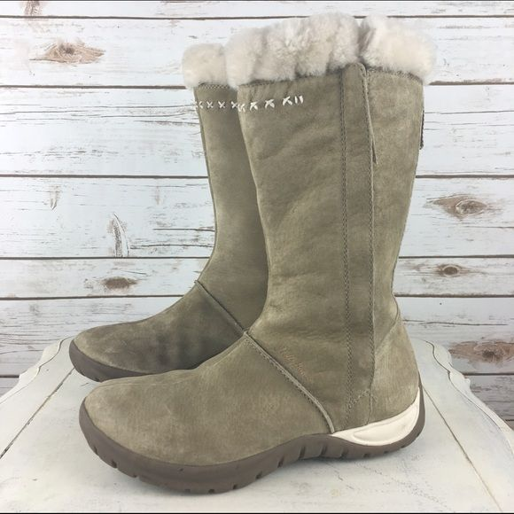"""[Helly Hansen] Suede & Shearling Winter Snow Boots The perfect pair of winter boots to keep you warm this winter! Suede with shearling lined interior and padded (Infinity Fit) insole. Outer zipper for easy on and off. Good traction in sole (Helly Grip). You will live in these boots!  Color: Tan Size: 9.5 Shaft Height: 12"""" Heel Height: 1.25"""" Calf Circumference (around top): 16.5"""" Condition: EUC. Like new. No flaws.  No Trades! No PayPal! Helly Hansen Shoes Winter & Rain Boots"""