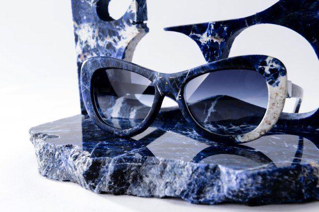 mora-lunettes-soleil-solaires-marbre-roche-italie-1