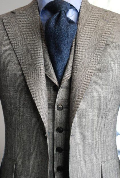 nice soft roll on the lapel lines of both suit and vest.