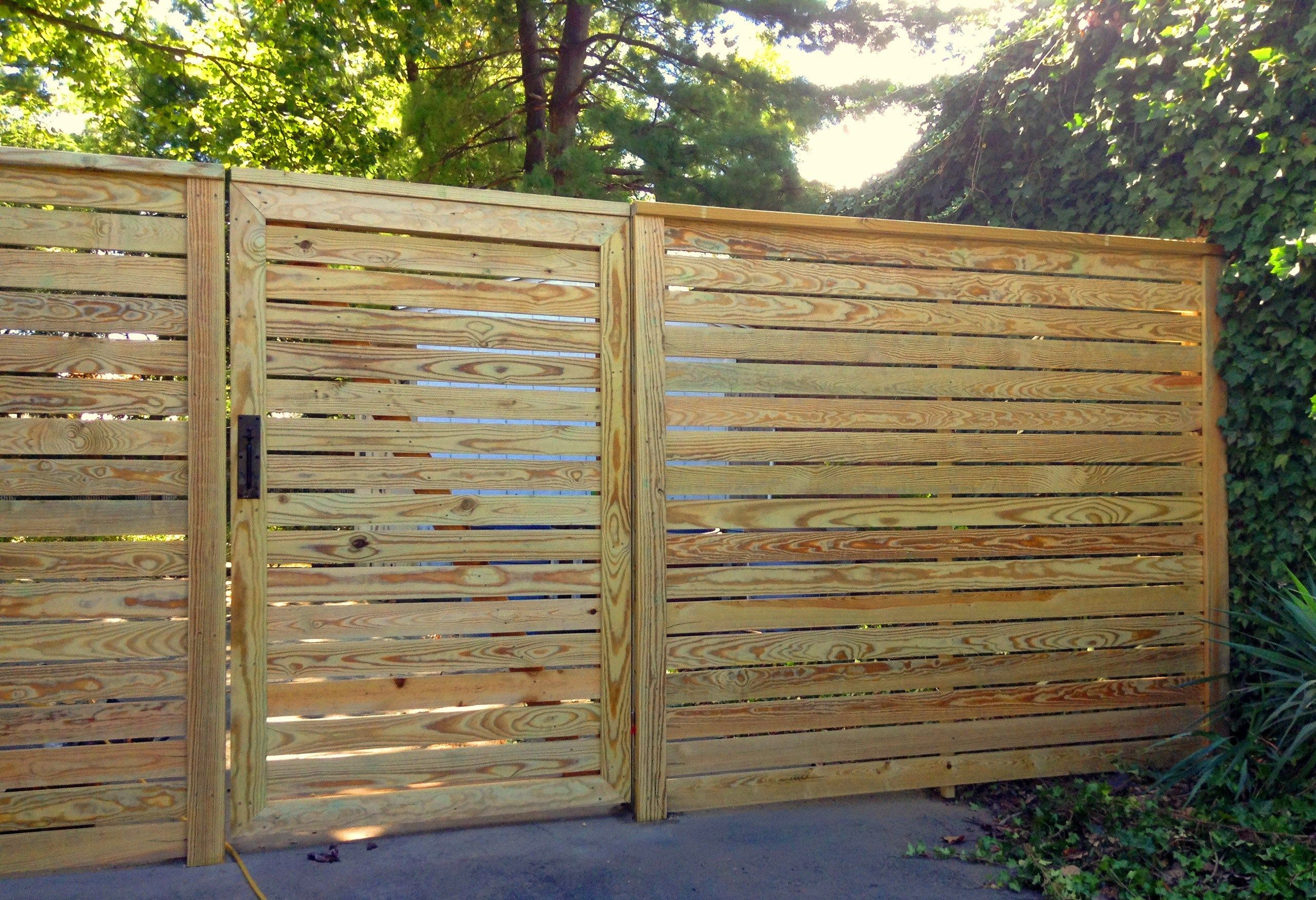 Horizontal Board Privacy Wood Fence Contemporary Wood Fence Design Wood Fence Gate Ideas Fence Designs Wood Fence Design Wood Fence Wood Fence Gate Designs