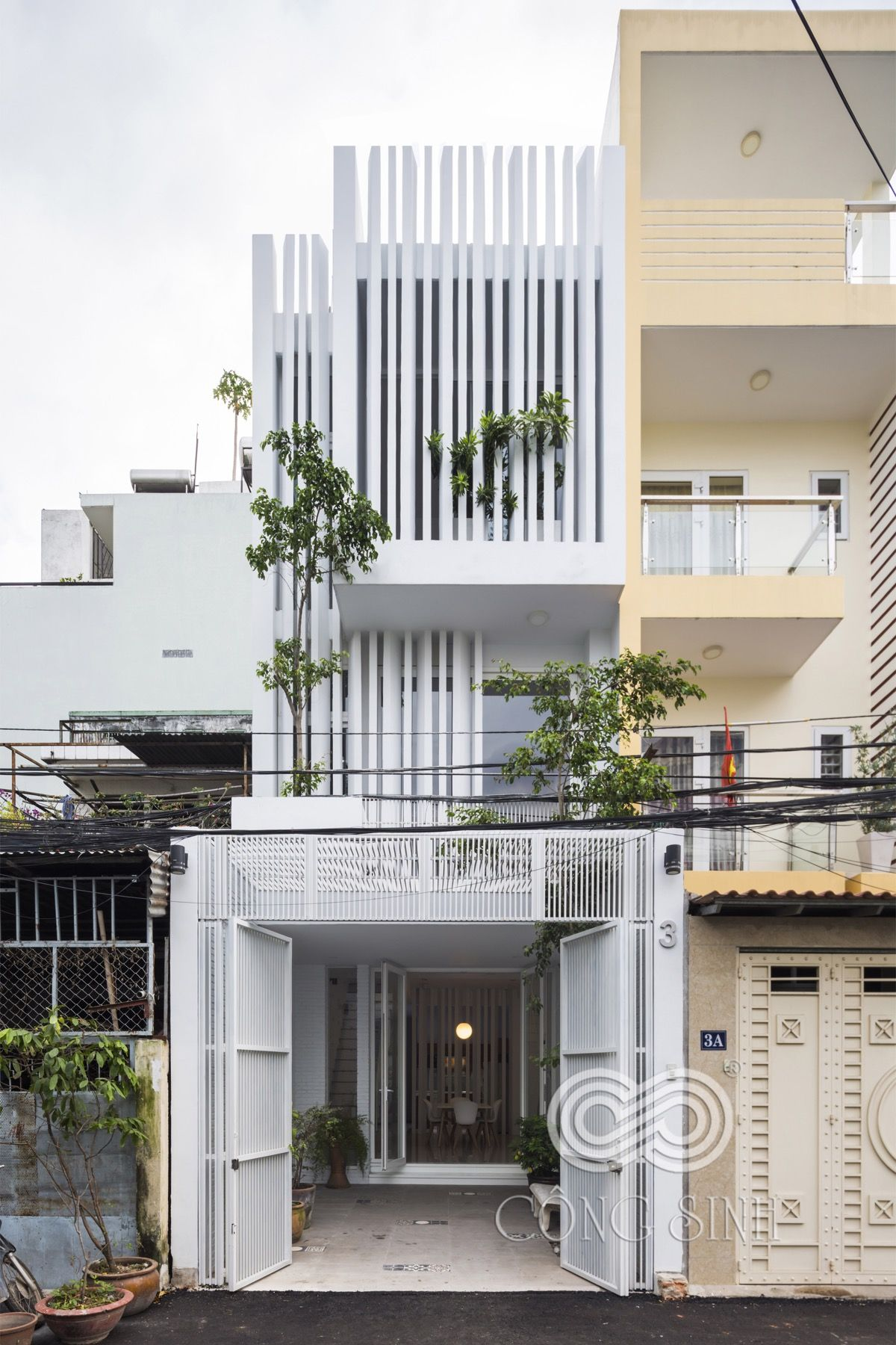 narrow lot houses that transform  skinny exterior into something special small modern home also gallery of th house danstudio detail pinterest building rh