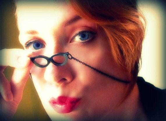 Cat Eye Frame Necklace