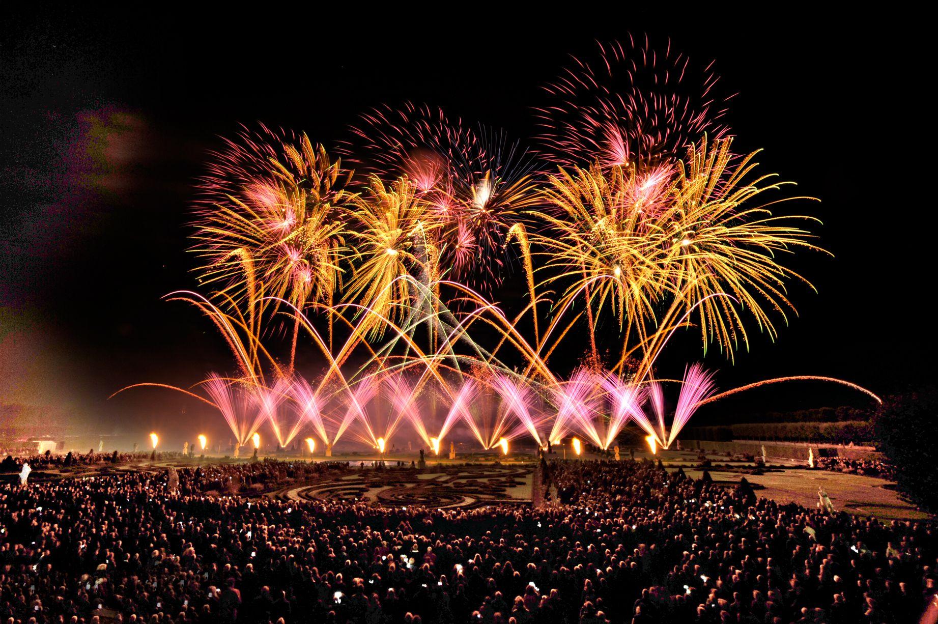 Internationaler Feuerwerkswettbewerb Vor Der Einzigartigen Kulisse Der Herrenhauser Garten In Hannover C Hassan Mahramzadeh H Feuerwerk Hannover Veranstaltung
