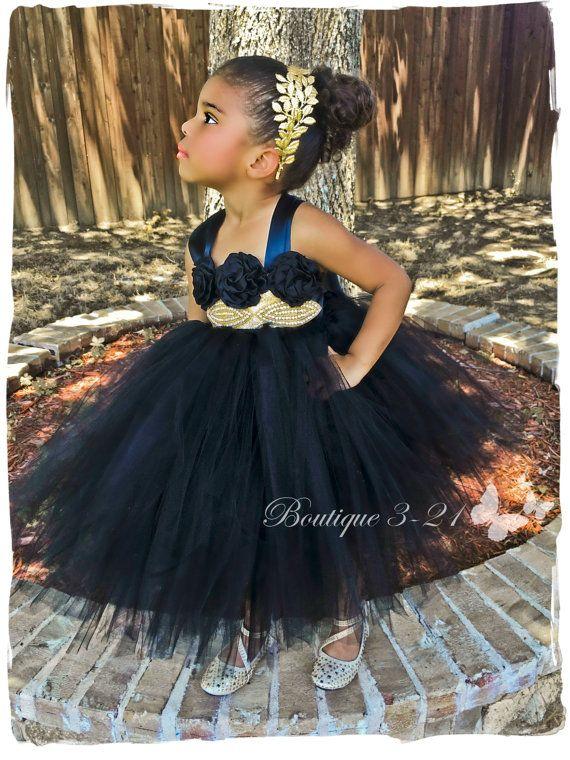 Im Angebot Schwarz und Gold Kleid schwarzes Blumenmädchen | Flower ...
