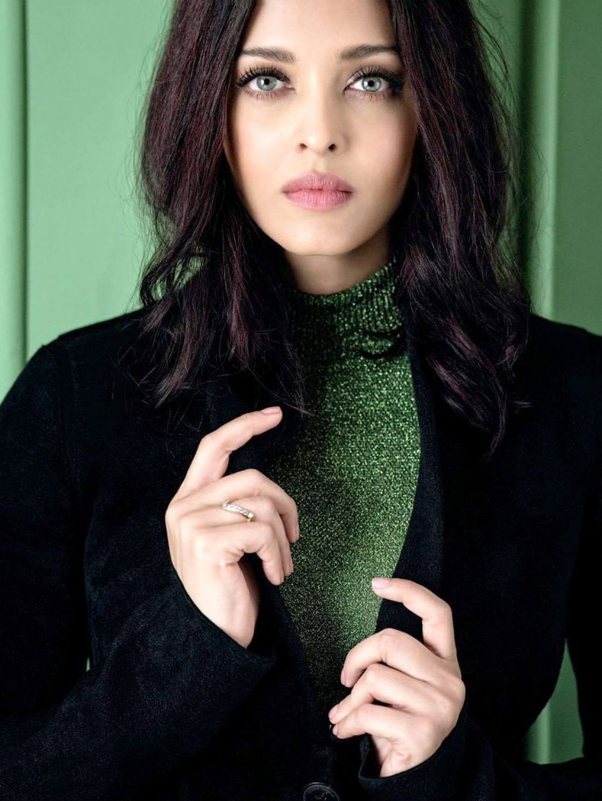 Aishwarya Rai Bachchan Looking Gorgeous On The Cover Of Grazia India S Latest Photoshoot Aishwarya Rai Makeup Aishwarya Rai Bachchan Beautiful Indian Actress