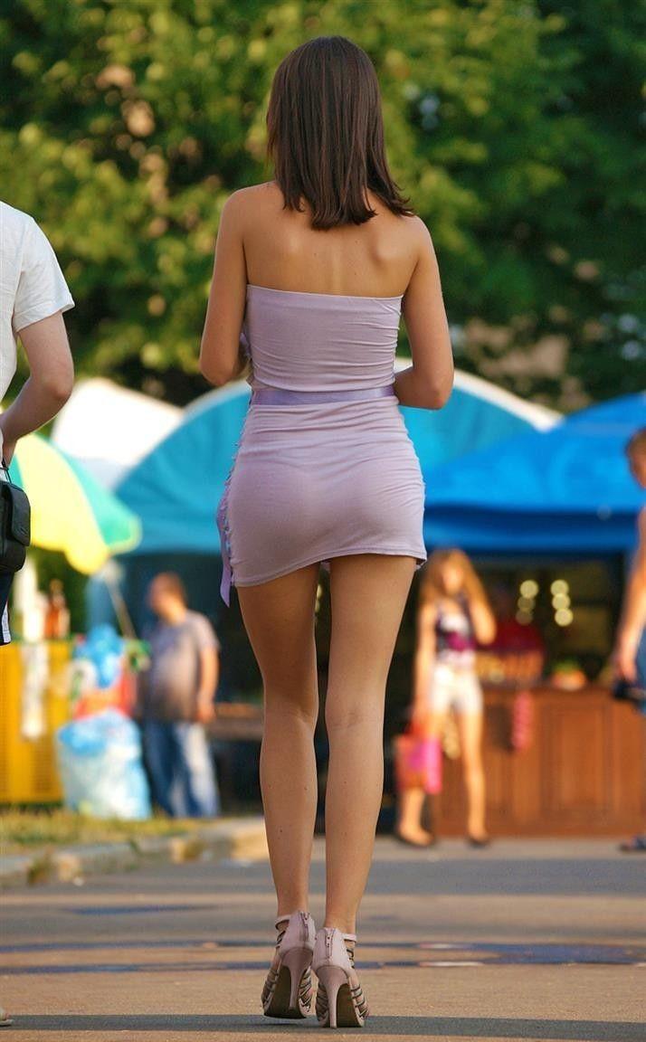попки в просвечивающих облегающих платьях