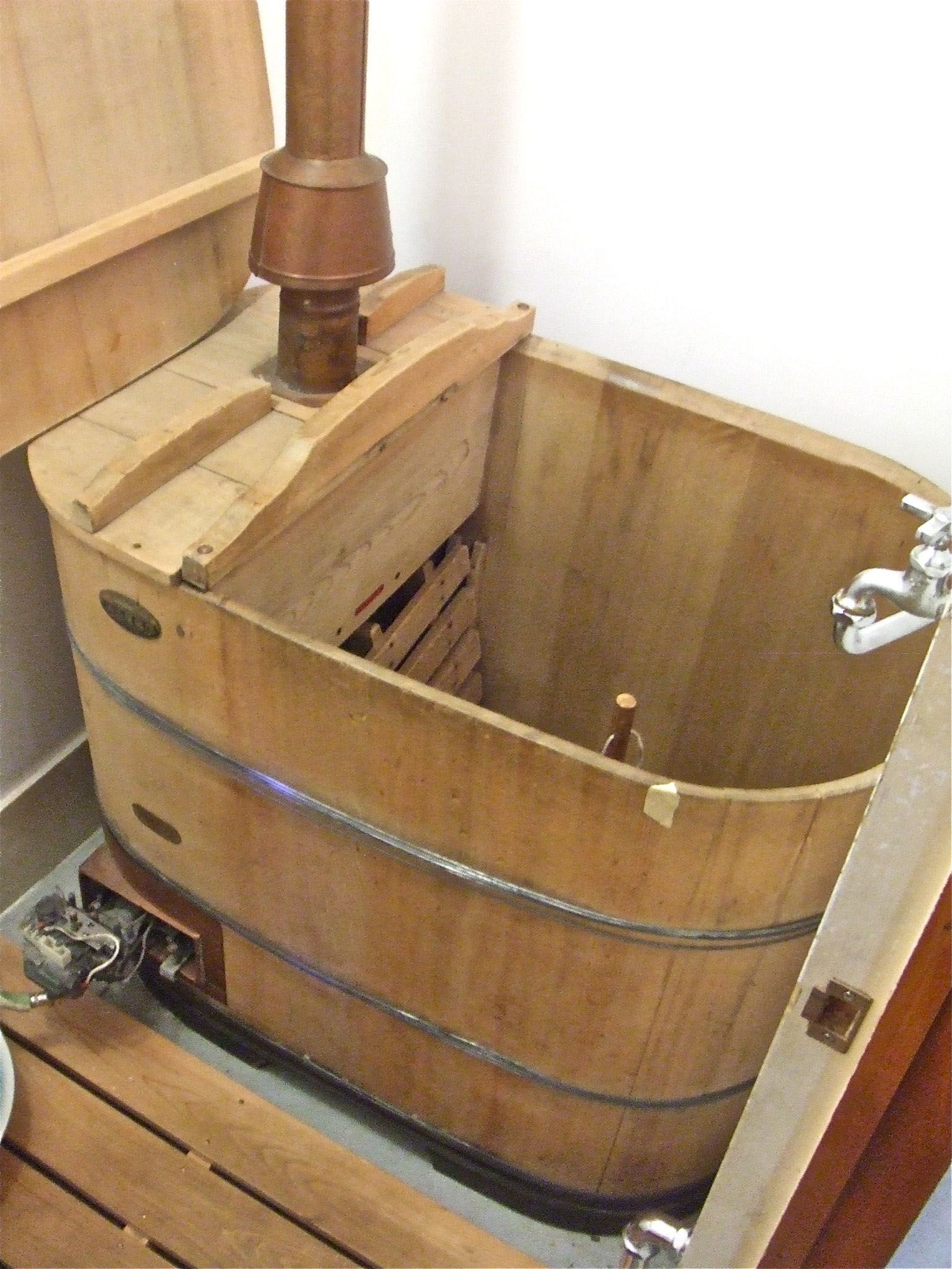 Dip into the history of the Japanese \'system bath\' | Pinterest ...