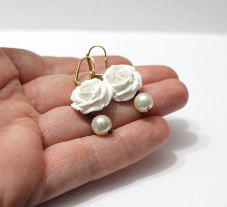White Rose Drop Earrings White Flower Drop Earrings And Pearl White Rose Wedding Earrings White Bridesmaid White Roses Wedding White Roses Bride Earrings
