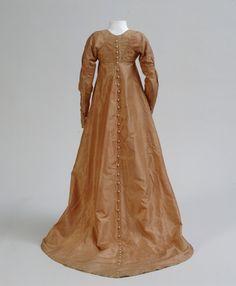Silk Dresses, National Museums, 1800 German Notare: i bottoni che scendono fino all'orlo!