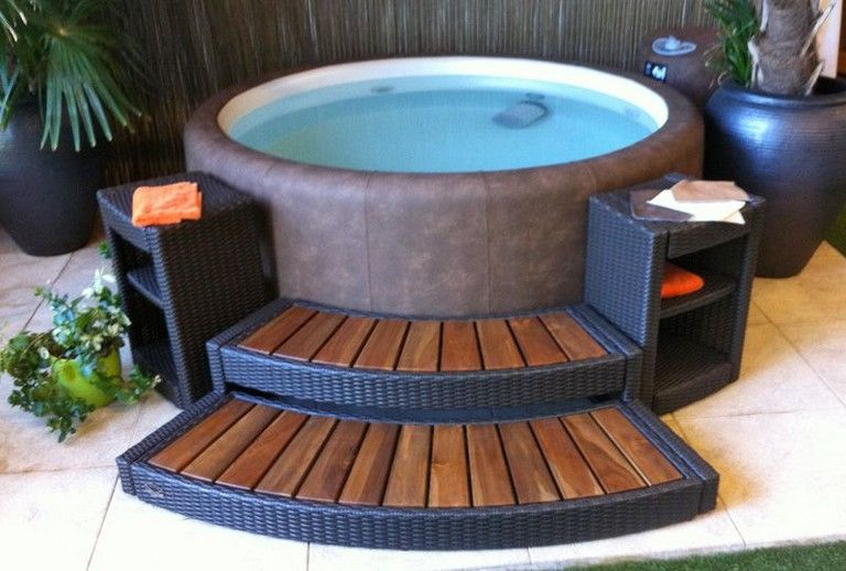 50 Stunning Outdoor Jacuzzi Ideas For A Relaxing Weekend With