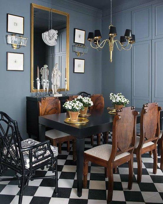 Azul gris para el muro con tonos dorados y muebles en madera ...