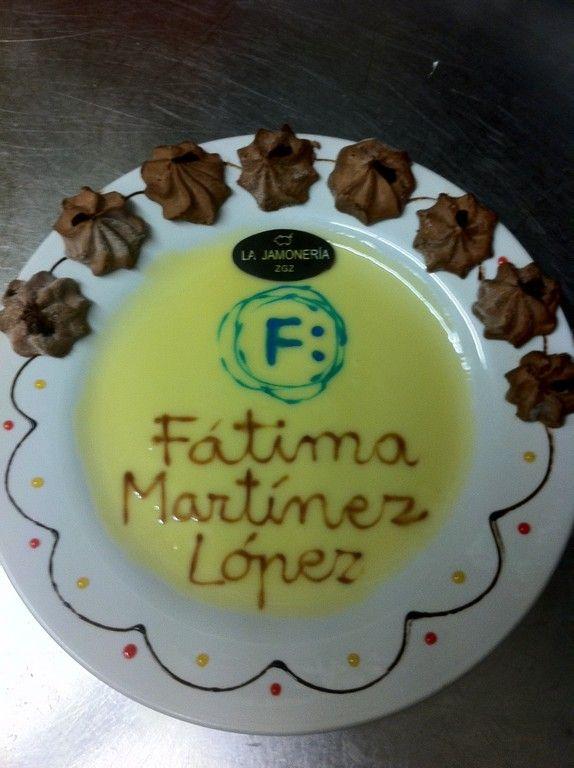 Fátima Martínez,López, aka @fmlopez48, ha estado por aquí, y ha repetido Incluso hemos compartido algún sarao de esos para explicar el uso de las Redes Sociales. Yo, como soy más limitadico, cuento lo que sé hacer, y aparte, les doy la brasa un rato. Al final, se rien ;-P El #ArteEfimero de Fátima