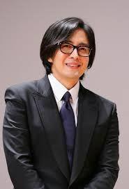 Ha vuelto a la televisión después de 5 años de ausencia, con el galardonado drama The Legend con el que ha conseguido aumentar más aún si es posible su popularidad en toda la región asiática.