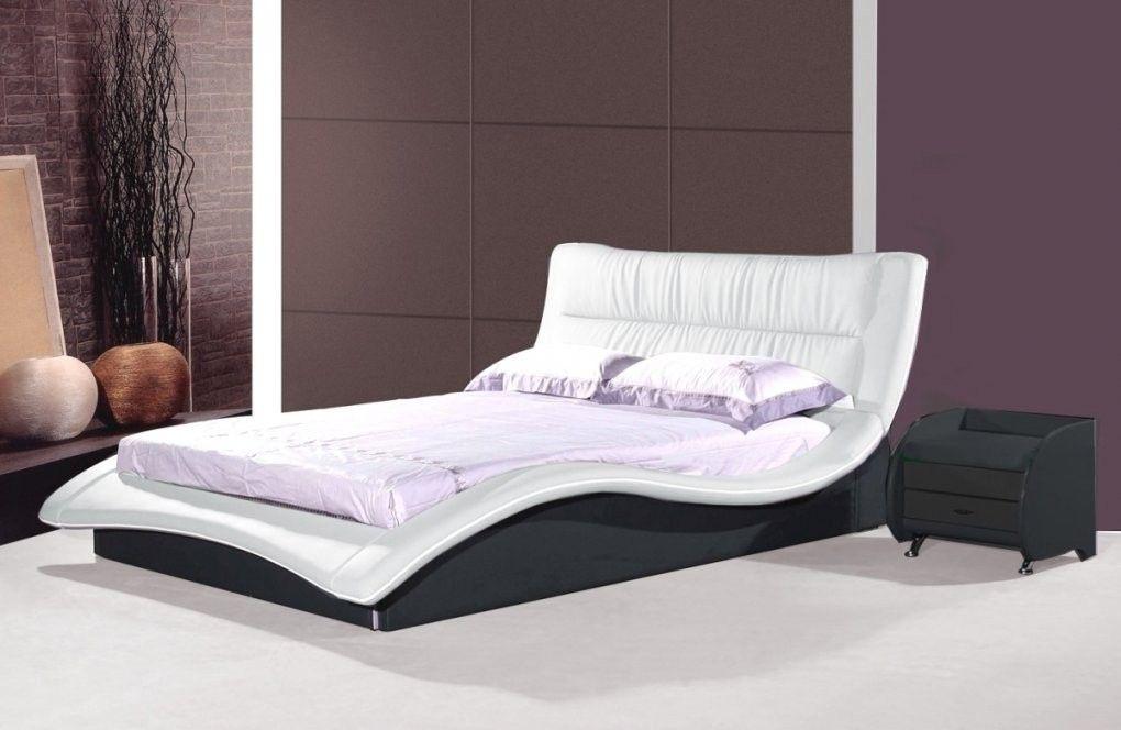 Designer Lederbett Schwarz Und Weiss Wellenformiges Leder Von Moderne Betten 120x200 Bild In 2020 Bett Modern Kinderbett Design Lederbett