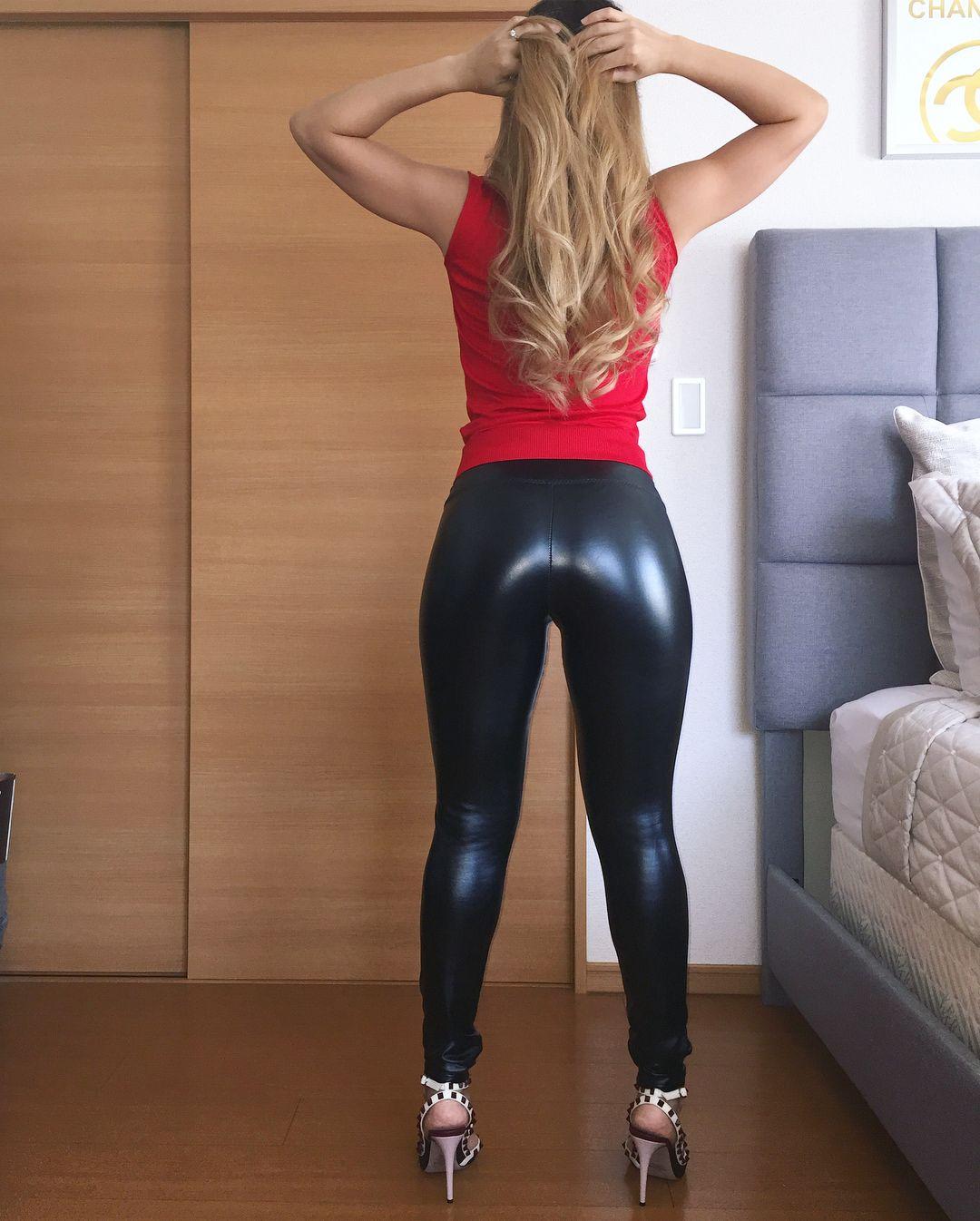 Sexy Blonde Teen Fat Ass