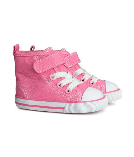 3b1ca4504357 H M baby girl    converse shoes (she is SO getting these!)
