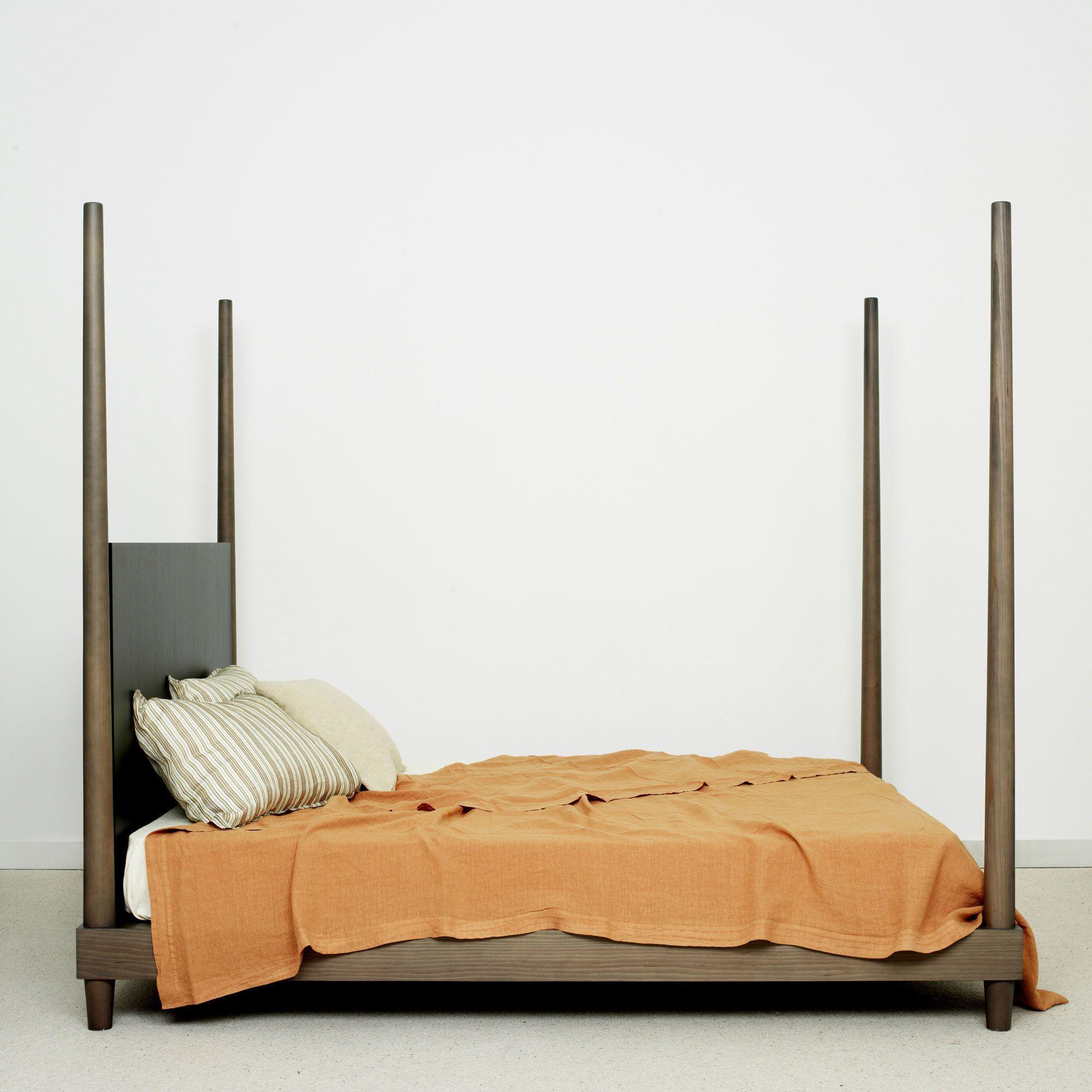 Lit pont des arts christophe delcourt muebles pinterest bedrooms penthouses and lobbies - Lit zanzariera ivano redaelli ...