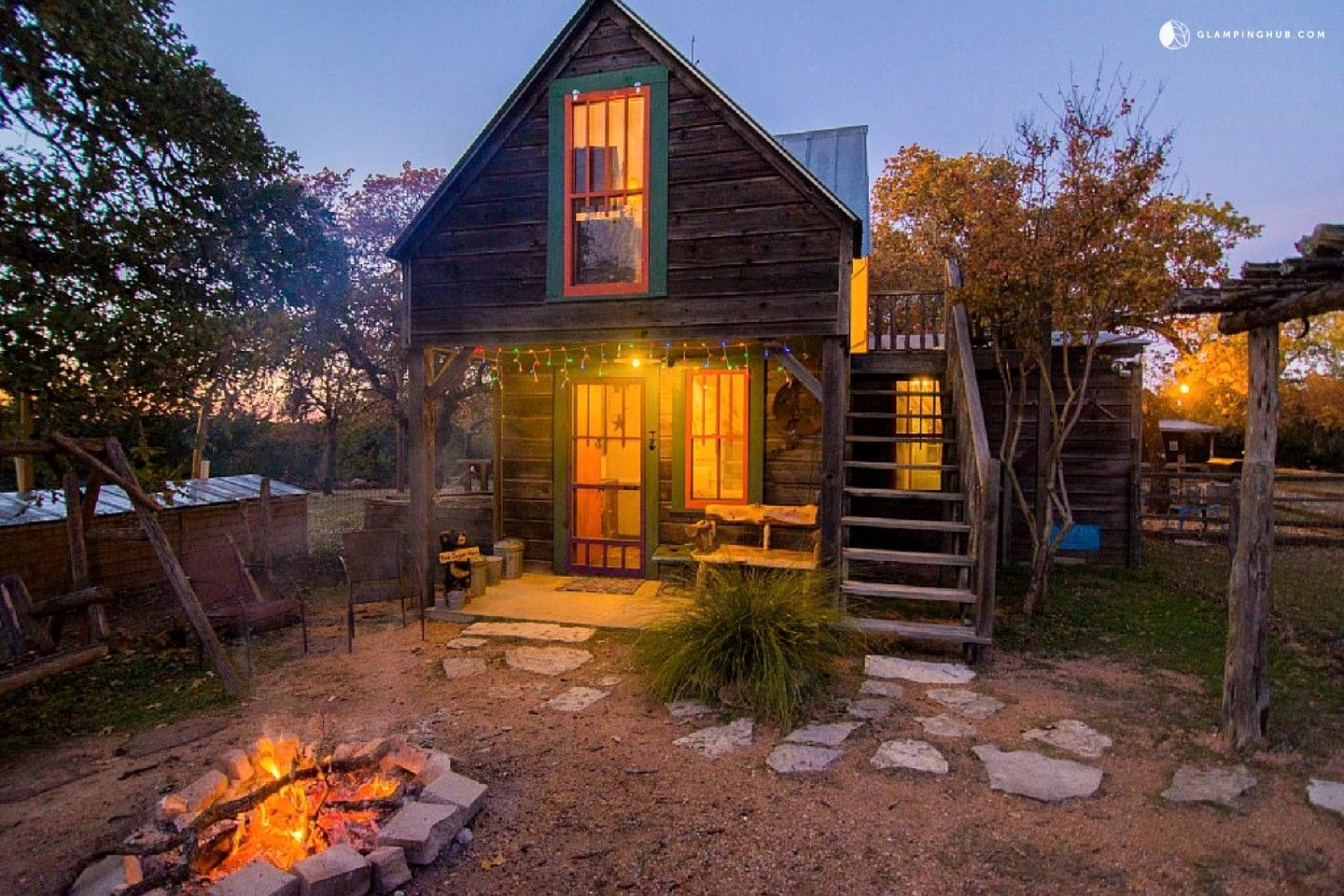 Quirky And Romantic Cabin Rental With Luxury Jacuzzi In