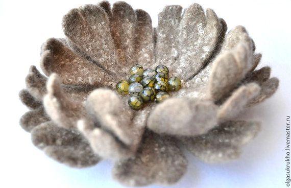 Felted flower brooch Beige boho flower brooch Floral jewelry Felt flower brooches Beige flower Felt brooches Flower jewelry