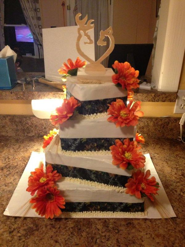 254e28f5df411 Camouflage Wedding Cake. Redneck Wedding Cakes, Southern Wedding Cakes,  Camp Wedding, Wedding