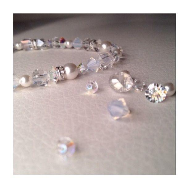 Bracelet de perles et de cristaux Swarovski. Bracelet beads and Swarovski crystals.
