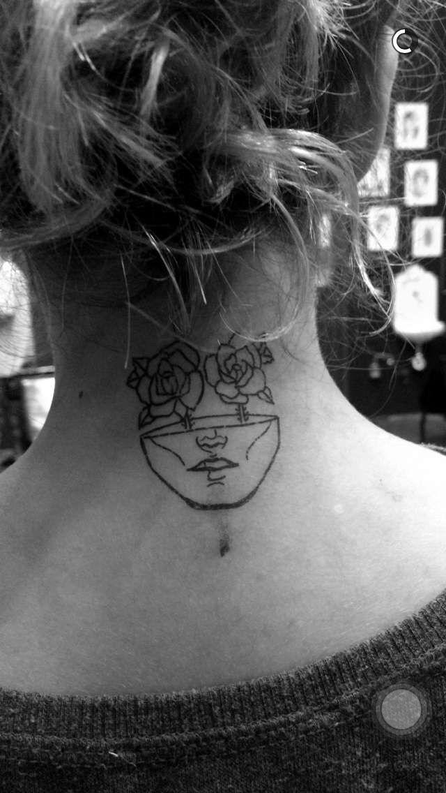 Tatuagem feminina.