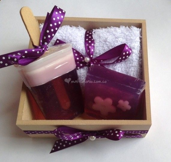 Cajita lila de jabones decorativos foto 7 projects - Hacer jabones de glicerina decorativos ...