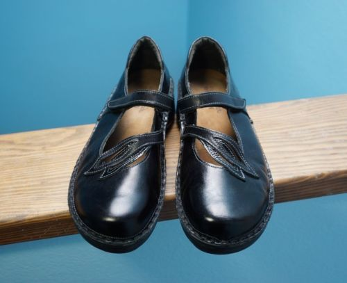 8653ea1cba92 Women s KEEN Leather Fisherman Hiking Sport Sandals Shoes Grey Sz 7.5 Nice!