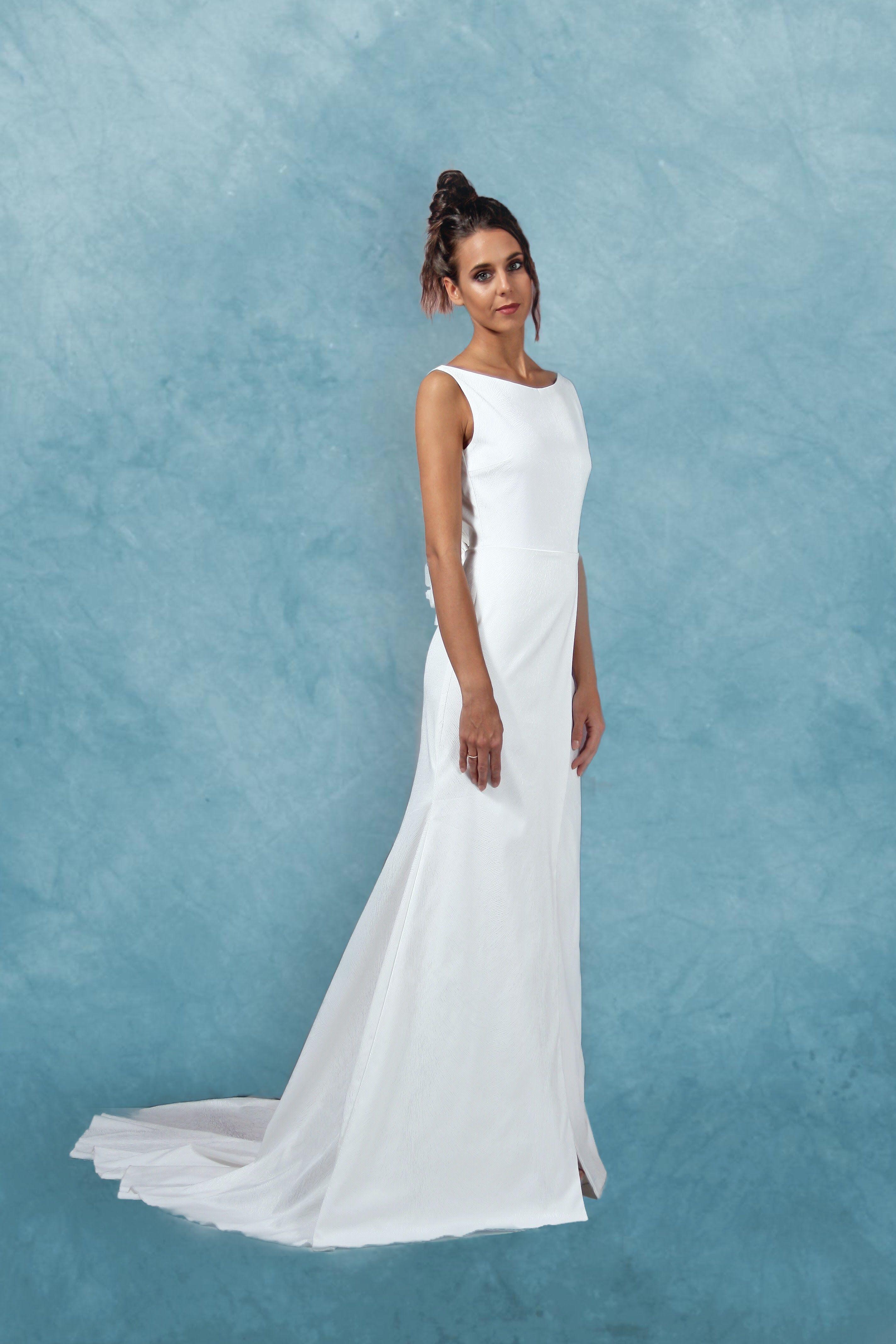 Abito da sposa bianco in raso devorè di pura seta elasticizzata con  scollatura a barchetta 76b40f89297