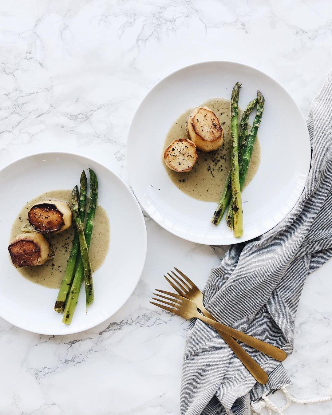 Fondant potato, roasted asparagus, creamy broccoli garlic sauce IG
