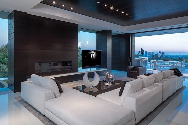 Modern Mansion With Wrap Around Pool And Glass Walled Garage Mansion Living Room Mansion Living Modern Family Room Design