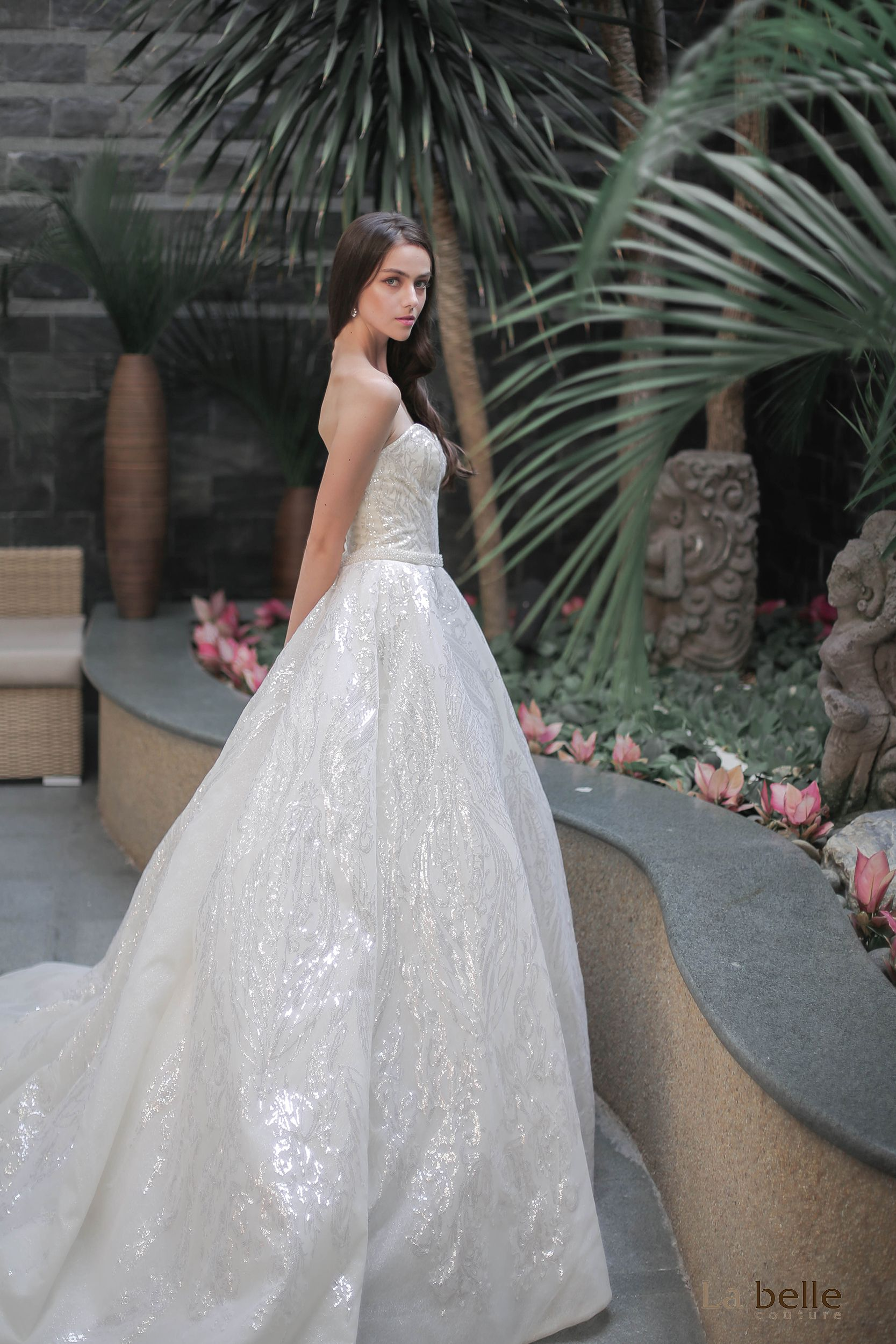 Although Most Glittery Ensembles Are Made To Make A Statement But It Doesn T Mean It Is Only Rental Wedding Dresses Bridal Dress Rental Couture Wedding Gowns [ 2500 x 1667 Pixel ]