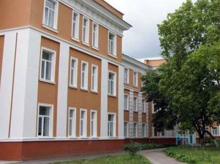 У Чернігівській школі №1 ставлять нові вікна Скоро перше вересня і директора чернігівських шкіл активно готуються до «свята знань». Зокрема, 25 серпня, в 1-ій школі розпочали встановлювати нові енергозберігаючі вікна  http://pro.cn.ua/ua/news/18534