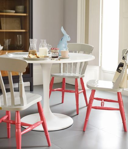 paint only the legs of a chair - such a cute contrast of color