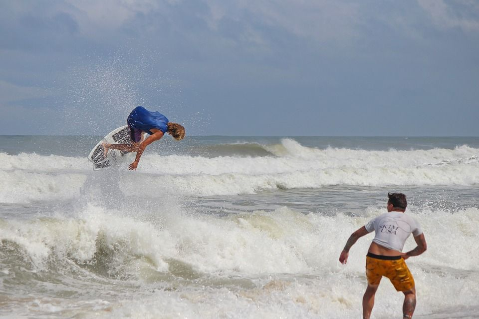 Daily Cool Surf S Up In The Outer Banks North Carolina Been To The Outer Banks Rate And Review It At Destinationrecommended C Visit Nc Surfing Free Images