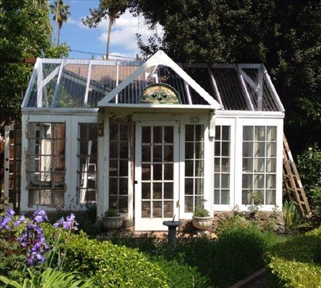 Klassiskt format växthus med höga fönster Watch My Garden Grow